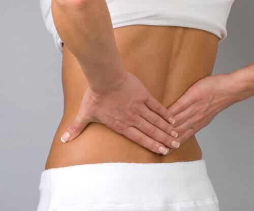 Potenziare i muscoli lombari: 5 semplici esercizi di potenziamento da fare in casa