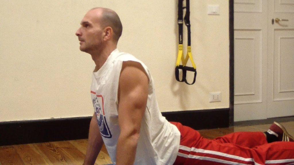 4 semplici esercizi da fare in casa per rinforzare la schiena