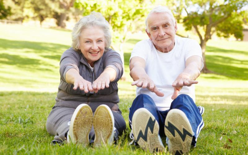 I segreti dello stretching per anziani: esercizi da fare e cosa non fare